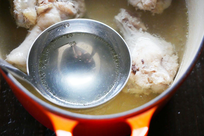 犬用ラーメン スープ作り 手羽元を煮込む