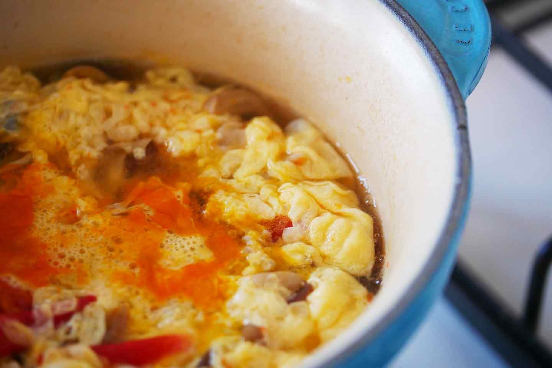 犬用きのこスープ 水野雪絵 卵を入れる