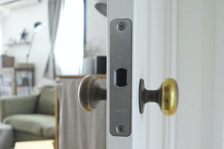 ドアのラッチをとる