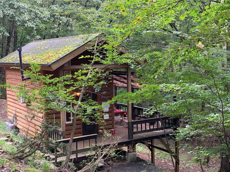 奥琵琶湖キャンプ場の ロフト付きログハウスコテージ