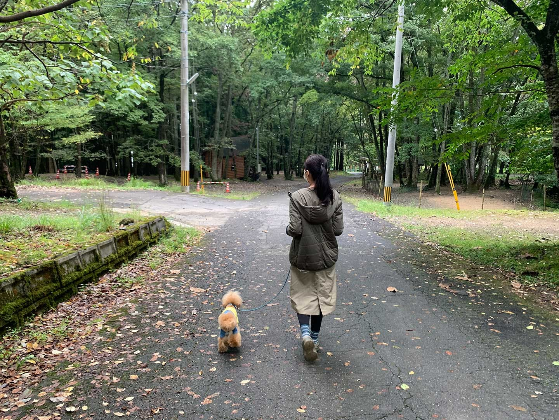散歩するMASUMIさんとネネちゃん