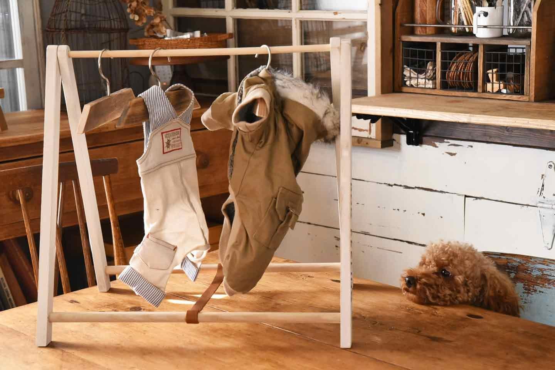 【100均の木材だけ】ハンガーラックを手作りして愛犬の洋服を可愛く収納しよう!