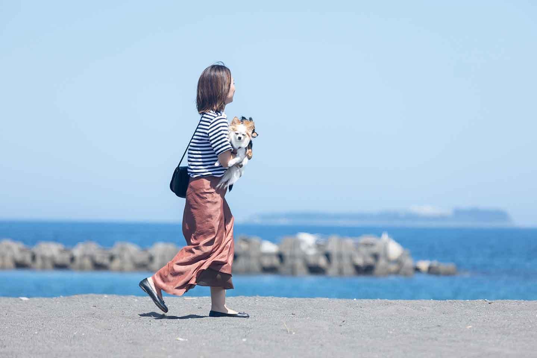 海を散歩する中原さん