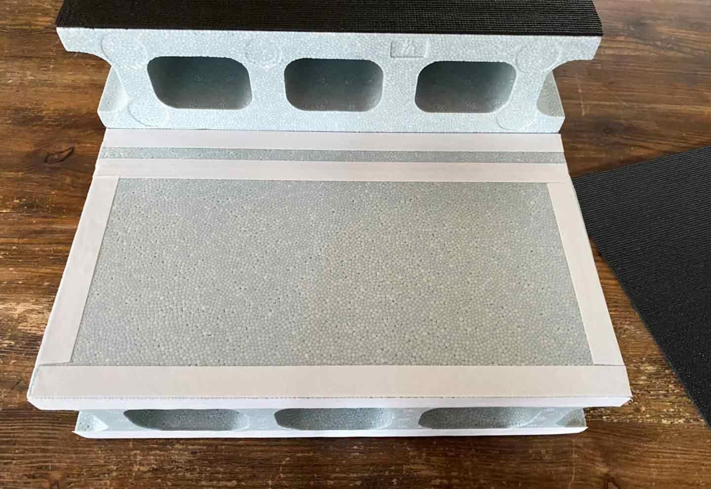 15分DIY 100均ブロックのお手軽ステップ 両面テープで貼る