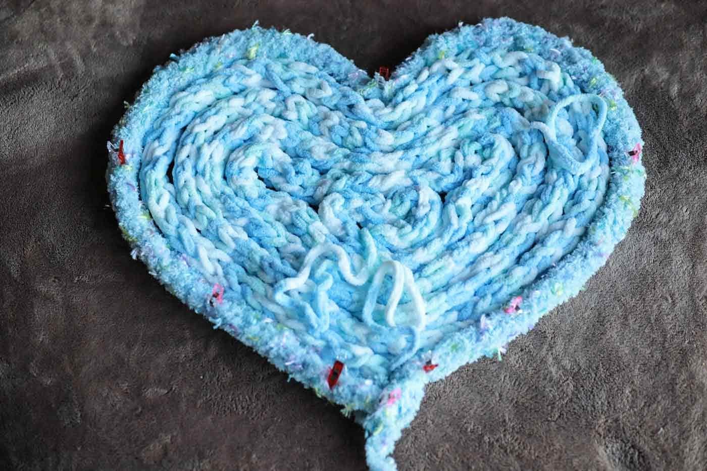 愛犬用指編み ハート型に形成