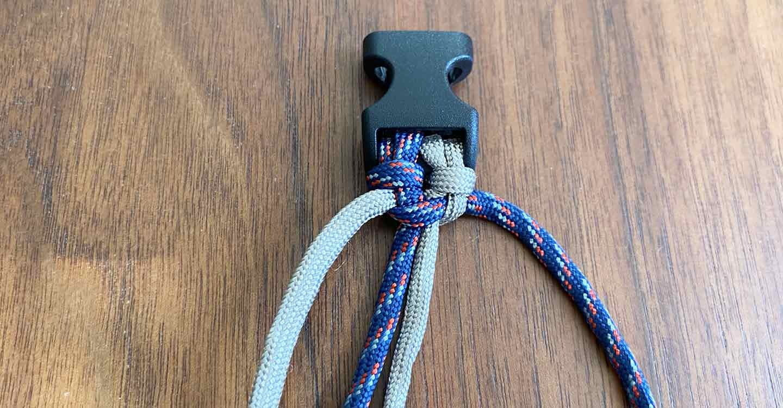 愛犬用パラコード編みの手作り首輪 ロープを平編みしていく