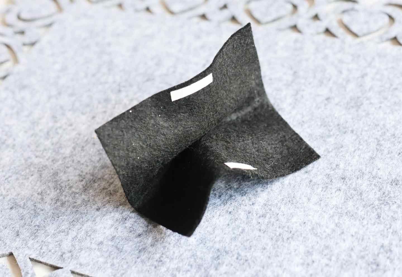 愛犬用蝶ネクタイの作り方 フェルトを折ってリボンにする