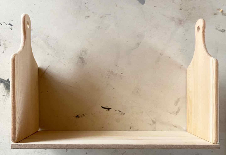愛犬用収納ラックをDIY 木材にまな板を取り付ける