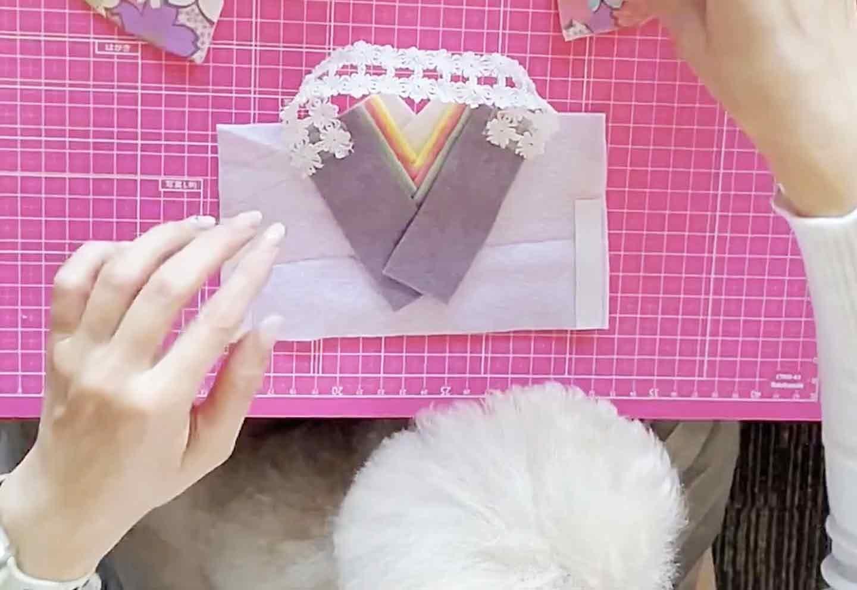 愛犬とひな祭り おひな様スタイ 袖をベースに貼る