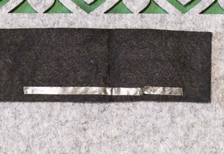愛犬用蝶ネクタイの作り方 土台に襟とリボンを貼る