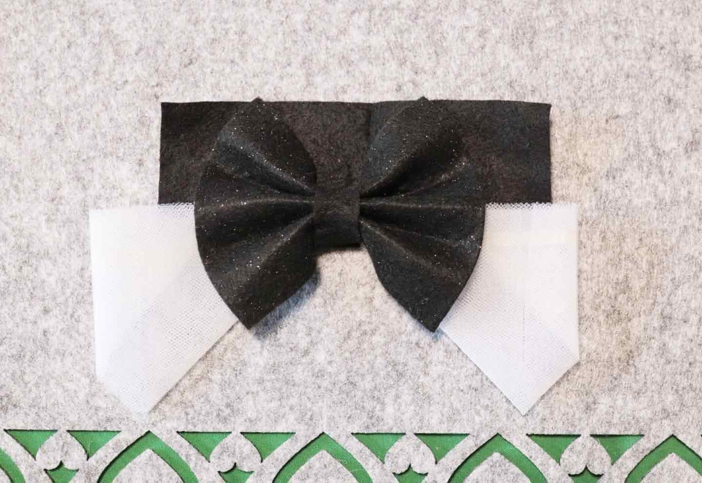 愛犬用蝶ネクタイの作り方 土台にリボンとネクタイを貼る
