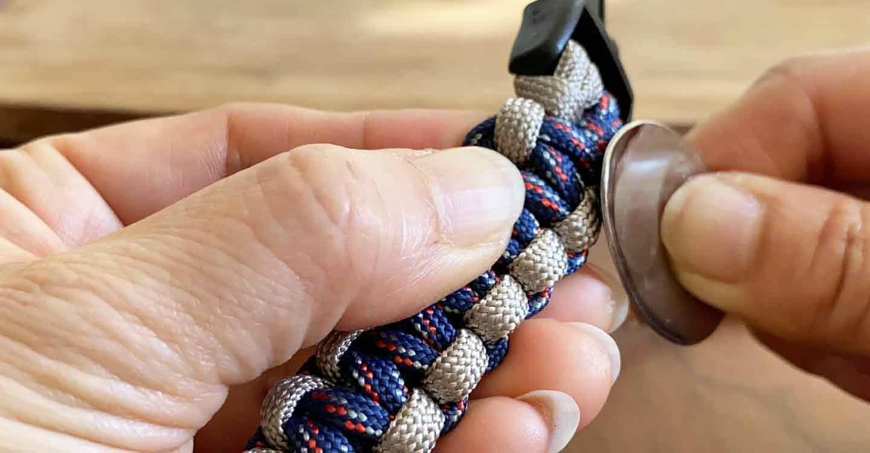 愛犬用パラコード編みの手作り首輪 Dカンを編み込む