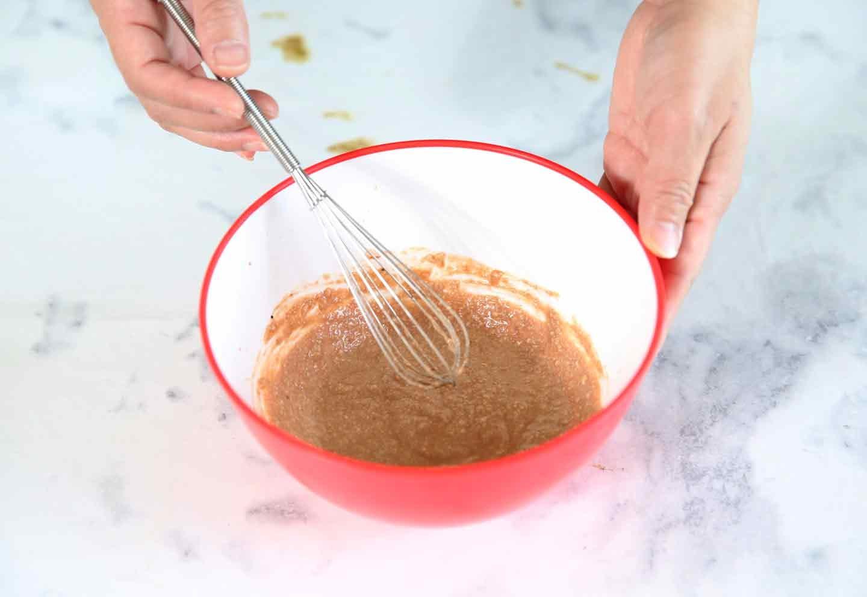 愛犬のチョコフォンデュ風プレート 豆腐とキャロブと甘麹とヨーグルトを混ぜる