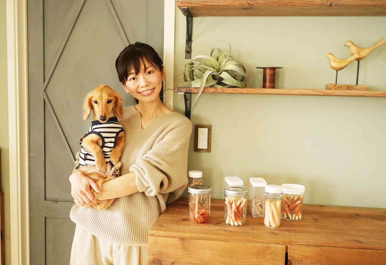 【プロ直伝の収納テク】100均で叶う!愛犬のフードやおやつをおしゃれでスマートに保存する方法
