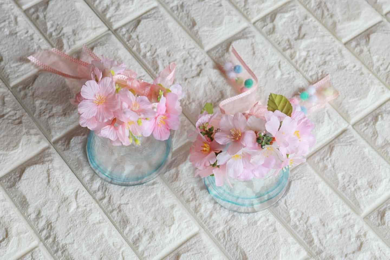 100均 桜 愛犬用の花飾り 花材をグルーガンで接着