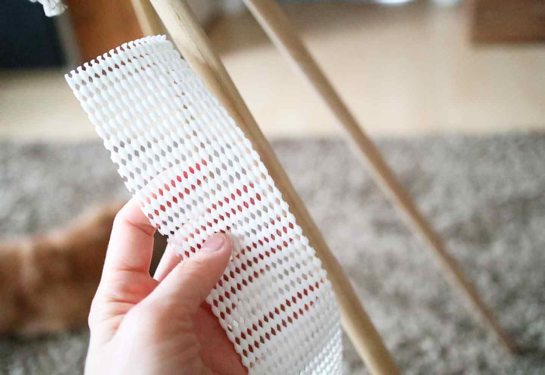 愛犬用の簡単ティピーテントの作り方 丸棒に滑り止めをつける
