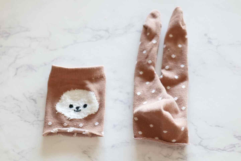 靴下うさぎ 愛犬おもちゃ手作り つま先部分に切り込みを入れて、カットする
