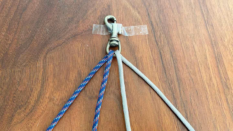 パラコード編みの犬用リード 作り方 ナスカンを固定する