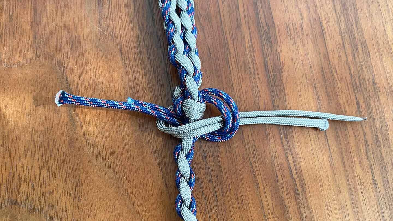 パラコード編みの犬用リード 作り方 ロープをくくる
