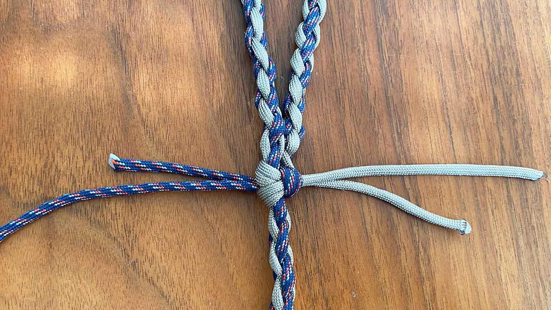 パラコード編みの犬用リード 作り方 編み終わり