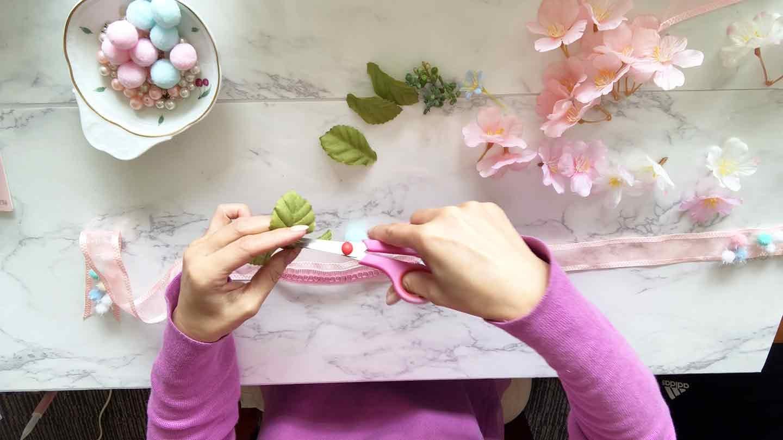 100均 桜 愛犬用の花飾り 花をワイヤーから外す
