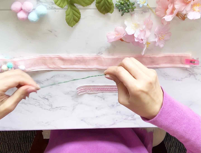 100均 桜 愛犬用の花飾り ワイヤーをねじ曲げる
