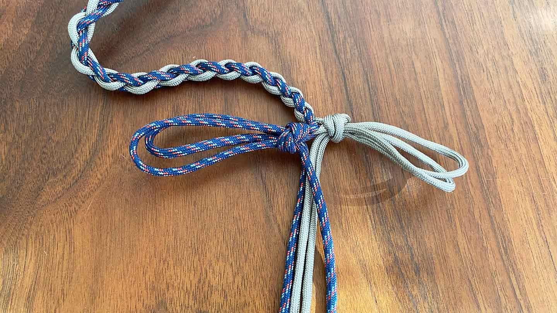 パラコード編みの犬用リード 作り方 編み目を絞る