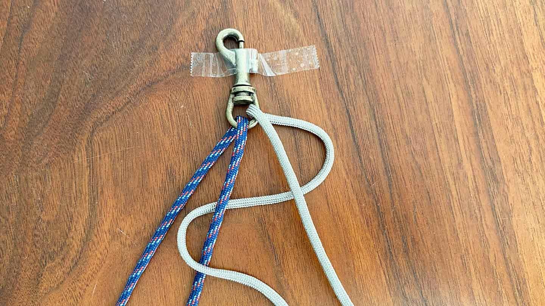 パラコード編みの犬用リード 作り方 ロープを四つ編みする