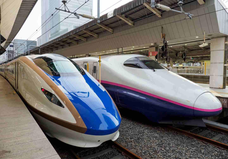 新幹線に犬を乗せるのは有料?乗車方法や事前準備について解説【ドッグトレーナー監修】