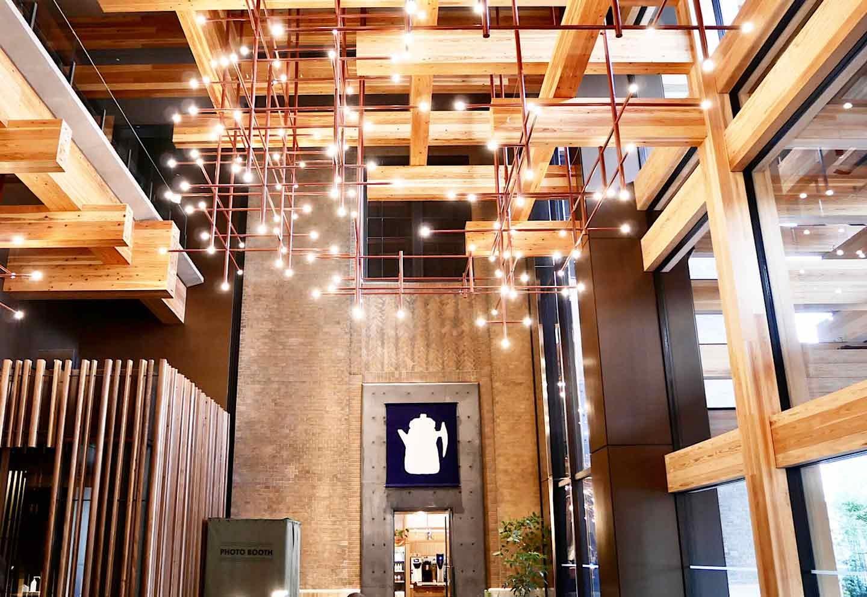 エースホテル京都 開放的なロビー