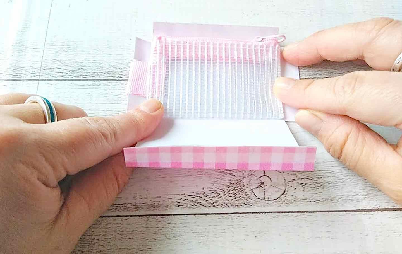 愛犬用トリーツポーチの作り方 両面テープで貼り付ける