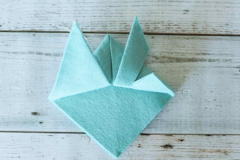 アレンジツノ(鍬形)の作り方 切れ込みを入れて折り上げる