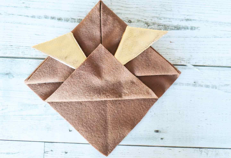 基本のツノ(鍬形)の作り方 折り上げる
