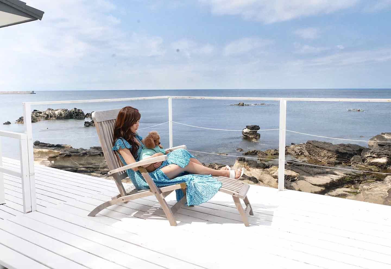 『THE HOUSE Moroiso secret beach』 テラス 海