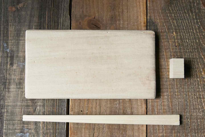 愛犬用「収納つき手作り連絡ボード」の作り方 木材をカット