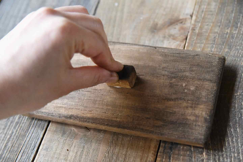 愛犬用「収納つき手作り連絡ボード」の作り方 箱の蓋の取手をつける
