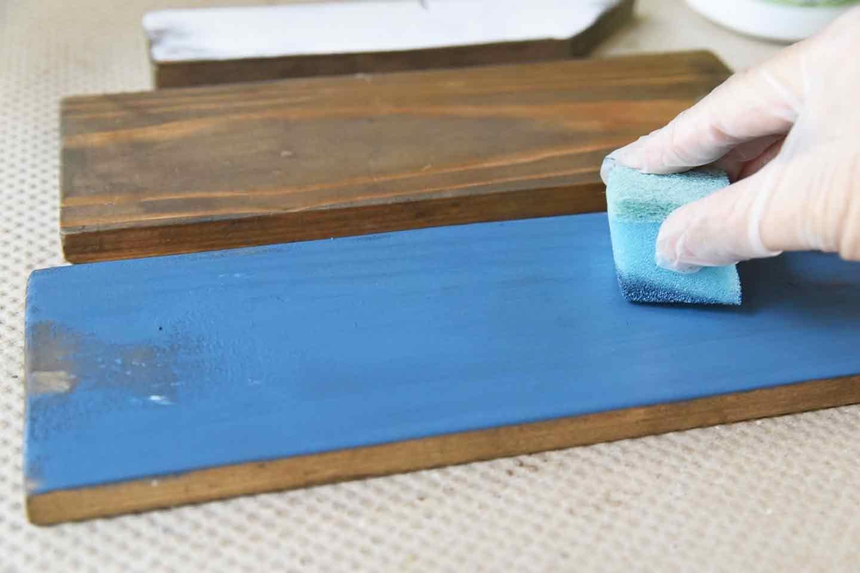『わんこがいます!』ガーデンピックの作り方 木材をブルーに塗装