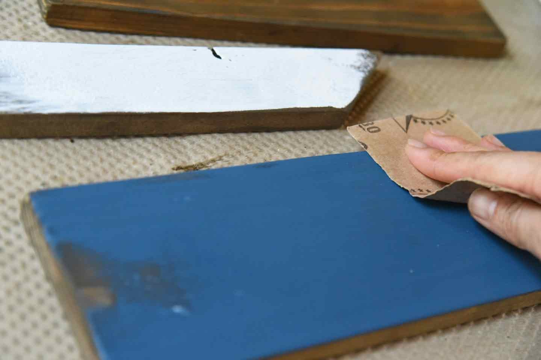 『わんこがいます!』ガーデンピックの作り方 木材をやすりかけ
