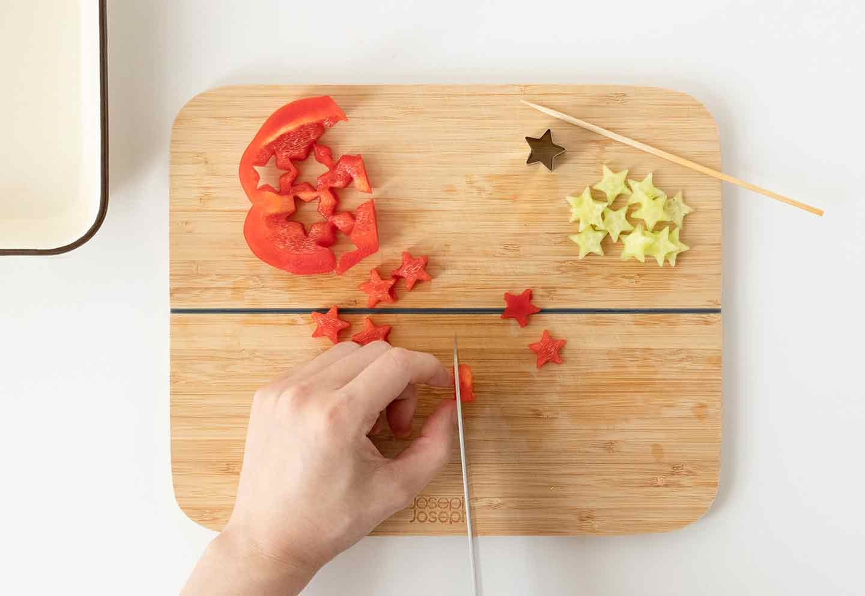 愛犬七夕レシピ 愛犬用鶏ささみと夏野菜のスープの作り方 野菜をくり抜く パプリカ