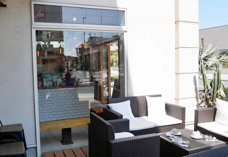 【由比ヶ浜】大型犬も大歓迎!ハワイ風カフェ『シーグリーン 鎌倉店』 テラス席