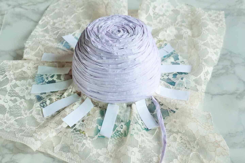 100均の紙紐で作れる 愛犬用麦わら帽子 両面テープで貼るく