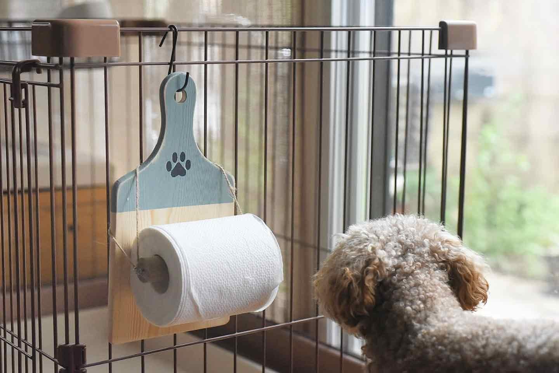 愛犬用トイレットペーパーホルダー ケージに設置