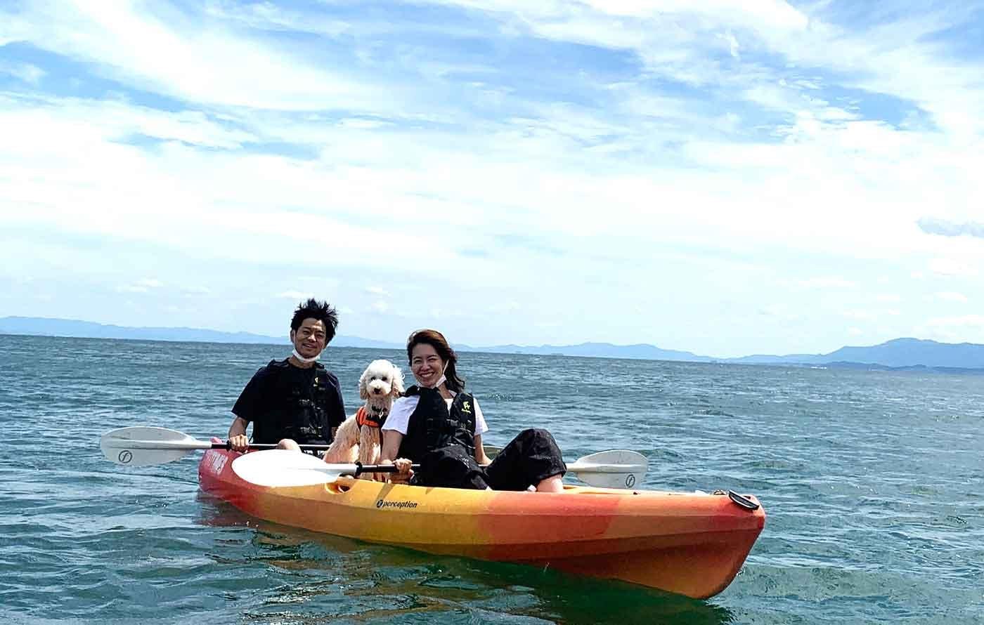 琵琶湖マリオットホテルのアクティビティに参加する飼い主と愛犬