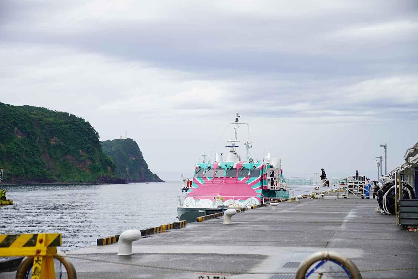 伊豆大島に到着したジェット船