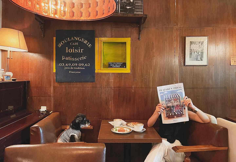 ついつい愛犬と気取りたくなるシネマチックなカフェ『huit』 レトロな雰囲気