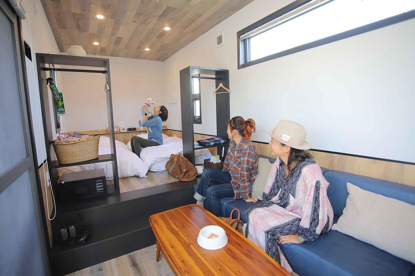 グランピングリゾート『Fukiagehama Field Hotel』のトレーラールーム