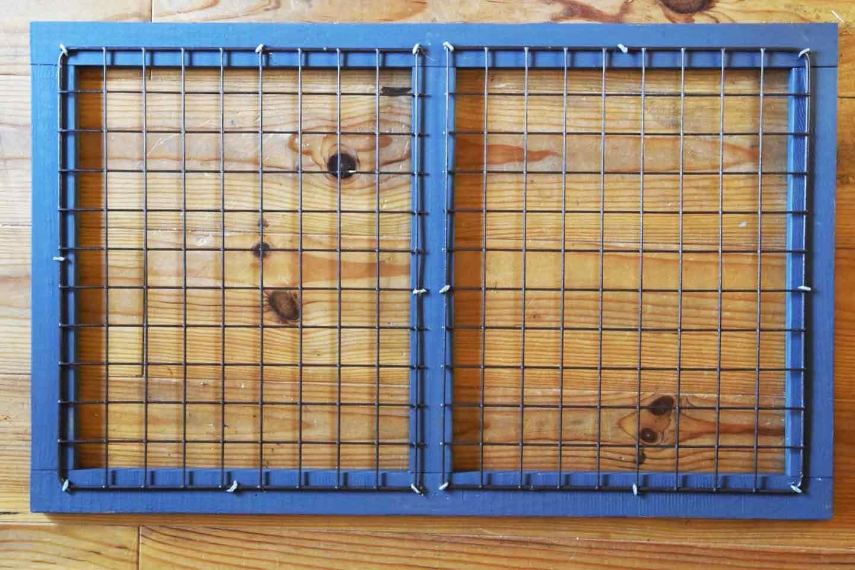愛犬のための開閉ゲート扉の作り方 木枠にワイヤーラティスを取り付ける