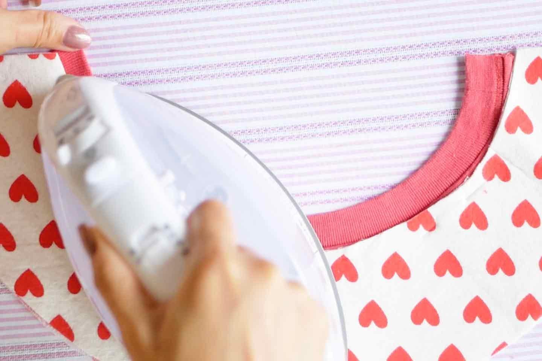 愛犬用エリザベスカラーの作り方 ベースと布を両面芯中心でくっつける
