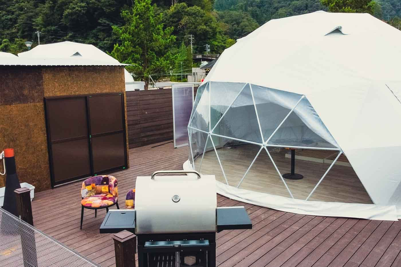 広島ドッググランピング 温井ダムリゾートのドームテントとBBQグリル