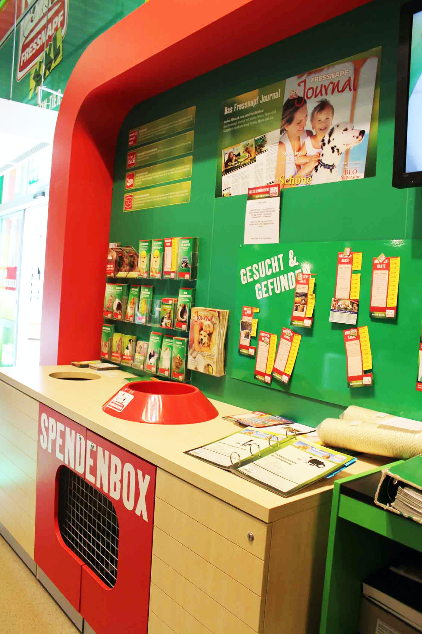 ドイツのペットショップにある寄付ボックス